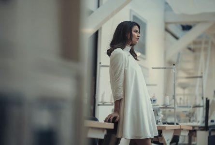 Robe courte VS robe longue : laquelle porter pour chaque occasion ?
